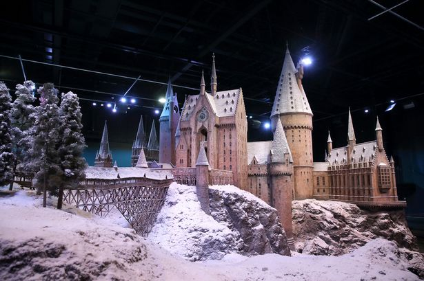 Hogwarts-in-the-Snow-castle-model